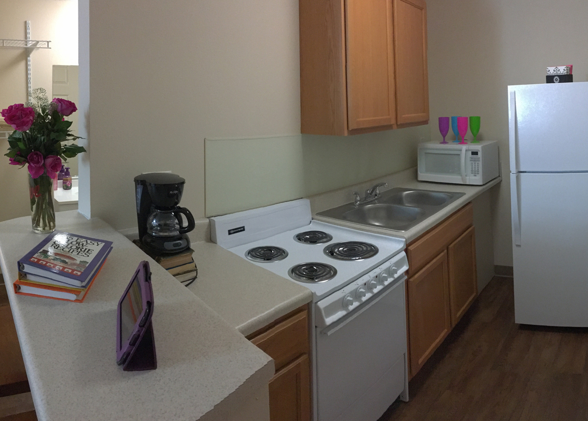 Daybreak Suites Full Kitchen